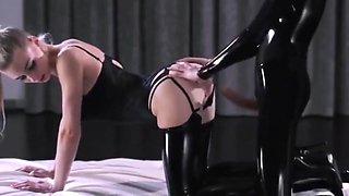 Latex domina rides her sub