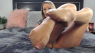 Pantyhose foot princess