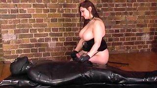 ASTONISHING big beautiful woman Goddess in velvet copulates thrall