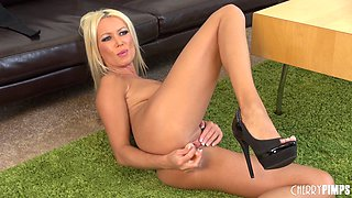 Luscious blonde goes down onto the floor in order to finger her cunny